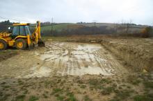 Le terrassement consiste à creuser le terrain et à remblayer et/ou évacuer les terres
